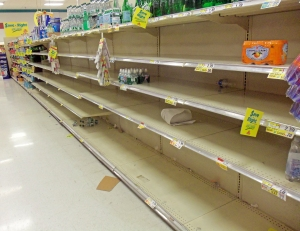 Empty_supermarket_shelves_before_Hurricane_Sandy,_Montgomery,_NY
